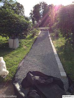 trädgård,grusgång