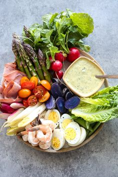 You may think that a Vegetable Crudités Platter doesn't need a recipe. But you can take it to the next step with this grand aioli with grilled scallions! Veggie Platters, Veggie Tray, Aioli, Healthy Snacks, Healthy Eating, Healthy Recipes, Grilled Vegetables, Veggies, Clean Eating