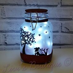 Another fairy jar finished, this time a gorgeous red glitter, all ready to send to a lovely customer tomorrow Mason Jar Projects, Mason Jar Crafts, Mason Jar Diy, Lantern With Fairy Lights, Fairy Lanterns, Wedding Lanterns, Hanging Mason Jars, Mason Jar Lighting, Easy Christmas Crafts