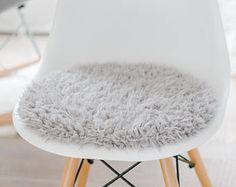 Seat cushion for Eames chair in light grey cuddly fur - Stühle Panton Chair, Grey Desk Chair, Eames Dining Chair, Leather Dining Chairs, Diy Chair, Swivel Chair, Living Room Grey, Living Room Chairs, Dining Room