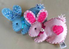 Conejos III + ideas y patrones gratis . Ribbon Crafts, Felt Crafts, Crafts To Make, Crafts For Kids, Bunny Crafts, Easter Crafts, Spring Crafts, Holiday Crafts, Felt Bunny