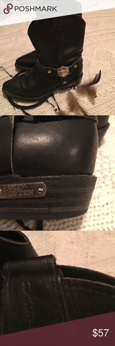 Harley-Davidson leather boots 🔥💥deal of  the day💥🔥Vintage Harley-Davidson genuine leather boots, slightly used but still in great condition. With love from my closet to yours🌺🏍 Harley-Davidson Shoes Combat & Moto Boots