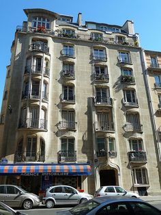 17-19 rue La Fontaine by Hector Guimard