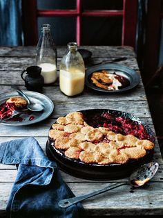 Rhubarb, Apple & Raspberry Pie via Donna Hay Autumn Rhubarb Recipes, Tart Recipes, Sweet Recipes, Dessert Recipes, Cooking Recipes, Apple Rhubarb Pie, Slow Cooker Desserts, Doce Banana, Donna Hay Recipes