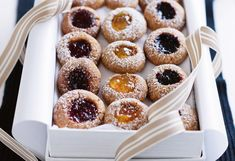 Engelsaugen Christmas Sweets, Christmas Time, Biscotti, Doughnut, Tea Time, Cookie Recipes, Waffles, Muffin, Favorite Recipes