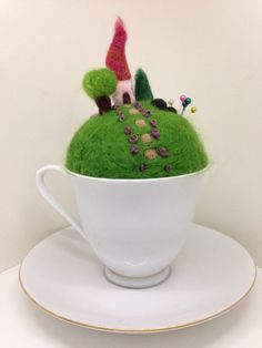 Tea cup fairy garden pin cushion Wet Felting, Needle Felting, Felt Crafts, Diy Crafts, Felt House, Diy Cushion, Felt Fairy, Needle Felted Animals, Wool Felt