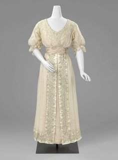 Dress by Maria Elisabeth Verwer-Offermans, Silk, satin, silver thread embroidery, the Netherlands, 1915