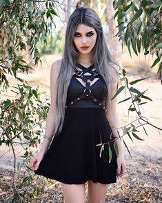 Top Gothic Fashion Tips To Keep You In Style. As trends change, and you age, be willing to alter your style so that you can always look your best. Consistently using good gothic fashion sense can help Gothic Girls, Hot Goth Girls, Gothic Outfits, Gothic Dress, Gothic Lolita, Festivals, Goth Beauty, Dark Beauty, Goth Women
