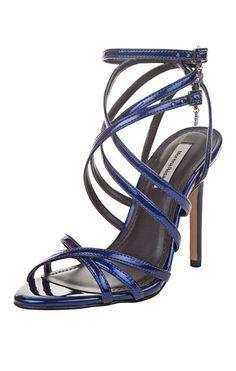 Marque suas amigas se gostou desse look!   Sandália Tiras Finas Cruzadas  MAIS DETALHES!  http://imaginariodamulher.com.br/look/?go=2bVL2rJ