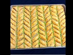 videoluyemektarifleri.online cevizli-el-acmasi-baklava-farkli-kesimle-568 Bulgarian Recipes, Turkish Recipes, Eid Sweets, Turkish Baklava, Baklava Recipe, Turkish Delight, Homemade Beauty Products, Cake Cookies, Sweet Recipes