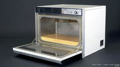 Microwave was invented in 1946. It was released in the US in the late 1940s, and in the UK – in 1959. This model is from the late 1960s.