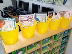 Tunstall's Teaching Tidbits: Guided Math in First Grade - How to set up a math lesson with tubs.