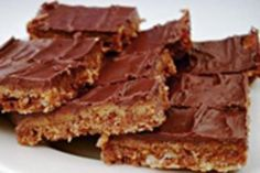 Chocolate caramel slice is a classic slice recipe you see on every cake stall. With layers of caramel and chocolate, it is rich and sweet. Chocolate Caramel Slice, Chocolate Topping, Melting Chocolate, Egg Free Recipes, Cookie Recipes, Australian Food, Australian Recipes, Good Food, Yummy Food