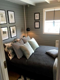 Summerhouse renovations, before and after and ideas how to do it. Cheap and smart solutions and here you can see one of … – grey Small Home Offices, Rustic Loft, Cottage Renovation, Bedroom Layouts, Bedroom Green, Living Room Grey, Trendy Bedroom, Interior Design, Bright