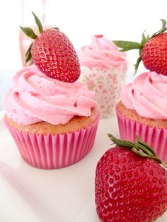 Strawberry cupcakes! So good with strawberry cake and strawberry buttercream frosting | I Bake, You Bake