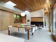 maison loft moderne au Canada avec lambris en noyer