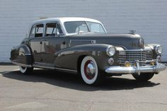 1941 Cadillac Fleetwood ✏✏✏✏✏✏✏✏✏✏✏✏✏✏✏✏ AUTRES VEHICULES - OTHER VEHICLES ☞ https://fr.pinterest.com/barbierjeanf/pin-index-voitures-v%C3%A9hicules/ ══════════════════════ BIJOUX ☞ https://www.facebook.com/media/set/?set=a.1351591571533839&type=1&l=bb0129771f ✏✏✏✏✏✏✏✏✏✏✏✏✏✏✏✏