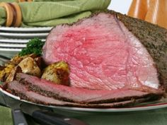 This page contains roast beef recipes. A beef roast is a popular meat lover'.This page contains roast beef recipes. A beef roast is a popular meat lover's main entree when well seasoned and cooked to perfection. Bottom Round Roast Oven, Bottom Round Roast Recipes, Roast Beef Recipes, Meat Recipes, Cooking Recipes, Cooking Time, Beef Dishes, Food Dishes, Caldo De Res