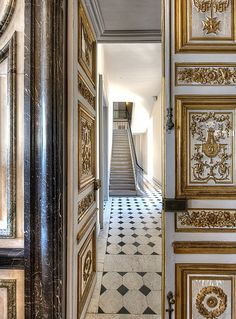 palace versailles boiserie-entrance to Marie Antoinette apt Chateau Versailles, Palace Of Versailles, Visit Versailles, Marie Antoinette, Louis Seize, My French Country Home, Interior And Exterior, Interior Design, Paris Apartments