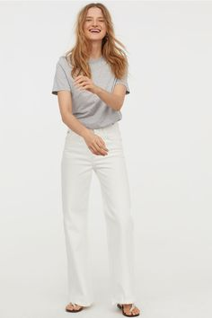 Wide Regular Jeans - White - Ladies   H&M GB 1 Black Slacks Outfit, Outfit Jeans, Mens Wedding Looks, Casual Wedding, Heels Outfits, Jean Outfits, Casual Outfits, Taylor Swift Casual, Silver Trousers