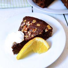 sukrin-healthy-chocolate-cake-with-sukrin-gold-enjoy.jpg