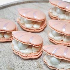 clam shell mermaid macarons