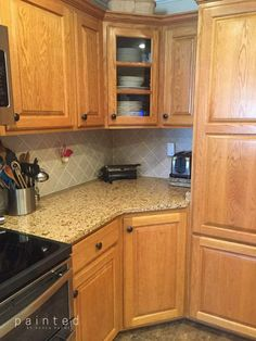 New kitchen colors with oak cabinets paint granite ideas Painting Wood Cabinets, Staining Cabinets, Cabinets And Countertops, Granite Counters, Updating Oak Cabinets, Granite Kitchen, Kitchen Backsplash, Kitchen Island, Honey Oak Cabinets