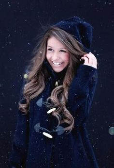 Winter senior picture ideas for girls. Winter senior pictures. Senior pictures girls winter. Winter senior photography. #winterseniorpictureideas #winterseniorpictures #seniorpictureideasforgirls by Christina Grumbles