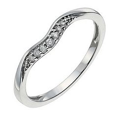 A gently shaped 9ct white gold ring , set with a row of glittering diamonds for a dash of sparkle. A chic ring with a unique design affording contemporary style.