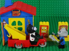 Vintage 1982 Lego FABULAND set 3666 -Billy Bear & Mortimer Mouse Service Station