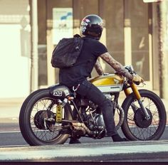 honda cafe racer Ducati Pantah vintage-cafe-racer-caferacer-bobber-brat-chopper-custom-motorcycle-culture-riding-gear-old-school-helmets-jos. Cafe Bike, Cafe Racer Bikes, Cafe Racer Motorcycle, Moto Bike, Honda Cb, Motos 125cc, Motos Honda, Honda Bobber, Honda Cx500