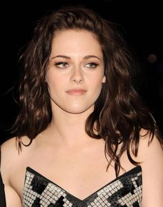 Kristen Stewart hairstyles showed you the new hair color Kristen Stewart there a few days! Kristen Stewart hairstyles tried everything! Her hair have see Hairstyles For Round Faces, Latest Hairstyles, Celebrity Hairstyles, Tips For Dry Hair, Hair Care Tips, Beauty Tips For Men, Beauty Hacks, Long Hair Cuts, Long Hair Styles