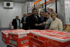30 de Mayo de 2012  El Banco de Alimentos de Aragón atendió, el pasado 2011, a más de 20.000 personas. Un total de 1,6 toneladas de productos, valorados en dos millones de euros. La demanda de este servicio ha crecido, pero también lo hace la solidaridad. Desde su traslado a Mercazaragoza ha aumentado considerablemente la cantidad de alimentos recolectada.