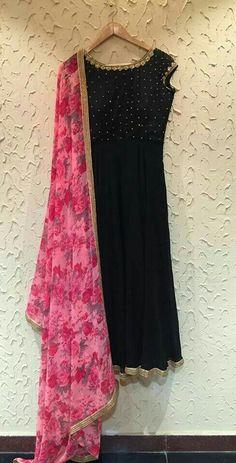 Floral pink Chunni with black kurta.emmm emm n that gota Patti.enough to drool… Kurta Designs Women, Salwar Designs, Kurti Designs Party Wear, Blouse Designs, Churidhar Designs, Lehenga Designs, Indian Gowns, Indian Attire, Indian Ethnic Wear