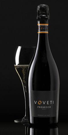 Voveti Prosecco DOC (Italy) Wine Design, Label Design, Prosecco Doc, Cocktail Club, Wine Cheese, Wine Labels, Cocktails, Drinks, Wine Cellar