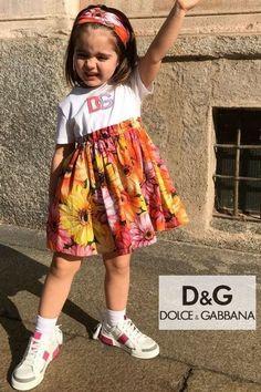 Cutie! Love this Dolce & Gabbana Orange & Pink Daisy Dress for Girls. Mini Me from the Women's Gerbera Floral Theme Fall 2021. DG logo appliqué on top. Shop @ Childrensalon (affiliate). #dolcegabbana #minime #dggirl #girlsdress #childrensalon #dashinfashion Pink Gerbera, Pink Daisy, Girls Special Occasion Dresses, Girls Dresses, Daisy Shorts, Girls Designer Clothes, Dolce And Gabbana Kids, Daisy Dress, Floral Theme