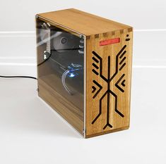 has sent his epic wooden custom rig in. Would love to know your thoughts‼ Intel Ram-Ballistix Sport SSD Crucial… Wood Computer Case, Mini Itx, Custom Pc, Pc Cases, Wooden Case, Laptop Computers, Wood Boxes, Geeks, Rigs