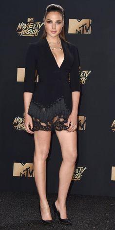 Mtv Movie Awards, Tv Awards, Gal Gardot, Gal Gadot Wonder Woman, Star Wars Film, Tie Fighter, Beautiful Legs, Beautiful Celebrities, Sexy Legs