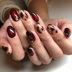 Fall Manicure Trend Wine Red Caramel Collision Polish Tortoise Shell Nails Design The newest nail tr New Nail Trends, Nail Color Trends, Nail Colors, Stylish Nails, Trendy Nails, Cute Nails, Colorful Nail Designs, Nail Art Designs, Nails Design
