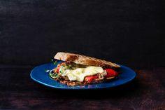 Et ostesmørbrød med flere typer sopp i kombinasjon med italiensk pancetta. Passer perfekt til lunsj eller til kveldskosen.  Oppskriften er innsendt av Joran Tveterås.
