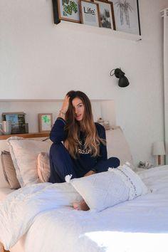 En mode grasse matinée Dire, Bed, Furniture, Home Decor, Fingers, Decoration Home, Stream Bed, Room Decor, Home Furnishings