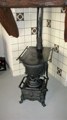 Gietijzeren platte buis kachel met oven - Nederlan/ België - ca.1900
