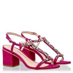 90de2b694bc02 82 melhores imagens de Pisar bem no Pinterest   Boots, Shoes sandals ...