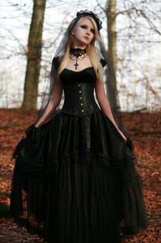 vampire fashion gothic beauty, victorian gothic beauty, ghotic gothic beauty, gothic beauty and the beast Gothic Mode, Gothic Lolita, Alternative Mode, Alternative Fashion, Goth Beauty, Dark Beauty, Wedding Dress Black, Lace Wedding, Moda Steampunk