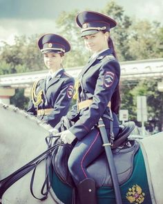 7 Fotos von schönen berittenen Polizeimädchen aus Russland 7 photos of beautiful mounted police girls from Russia The right knows how to drive. Source by thomas_aho … 3 People Costumes, Costumes For Teens, Female Cop, Female Soldier, Police Uniforms, Girls Uniforms, Mädchen In Uniform, Female Police Officers, Military Girl