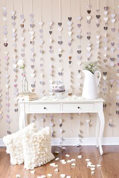 Strands of Paper Hearts plus a pop of pink! See this anniversary celebration shoot on Style Me Pretty:. 25th Wedding Anniversary, Anniversary Parties, Anniversary Decorations, Diy Girlande, Festa Party, Mod Wedding, Wedding Ideas, Wedding White, Wedding Inspiration