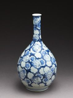 Bottle with stylized snowflakes Arita kiln-sites, early century Japanese Porcelain, Japanese Ceramics, Chinese Ceramics, Japanese Pottery, White Porcelain, Japanese Art, Blue And White China, Blue China, Glazes For Pottery