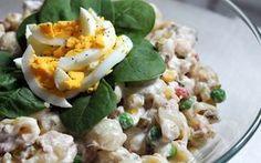 Tonnikalasalaatti on mainio tarjottava seisovassa pöydässä tai kätevä ottaa… Sweet And Salty, Fodmap, Pasta Salad, Risotto, Salad Recipes, Potato Salad, Tapas, Food And Drink, Cooking