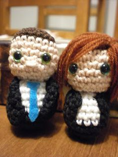 Mulder & Scully Amigarumi!!! Must have these.