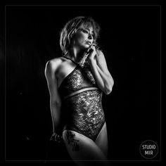 Nous avons accueilli une jeune femme au studio désireuse de réaliser un shooting Boudoir noir et blanc en studio photo dans le Val de Marne. #Boudoir #photographe #valdemarne